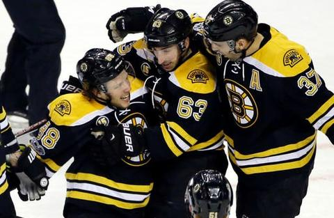 boston-bruins-celebrate-goal-21017